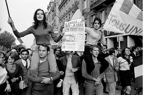 Young people protesting in Paris in the 1960s